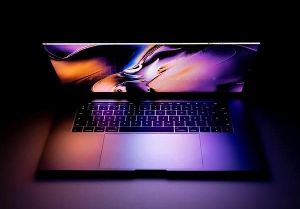 Geld verdienen im Internet, Sie sehen ein Macbook